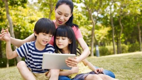 3 Manfaat Gadget untuk Tumbuh Kembang Anak